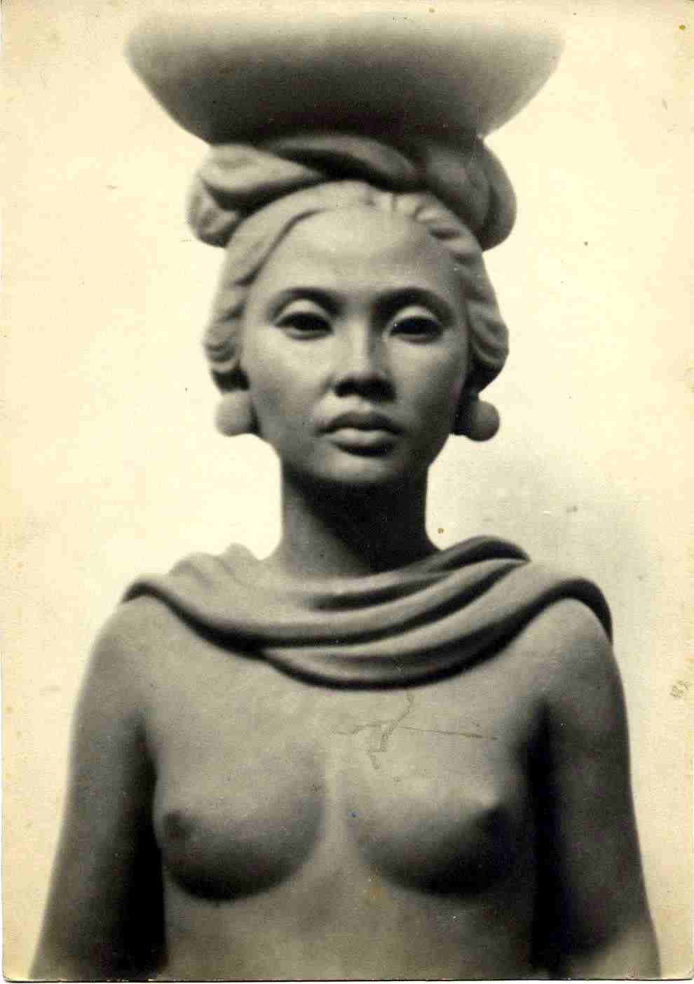 Rmpang Going to Market (terracotta) 1938, Left behind in Bali