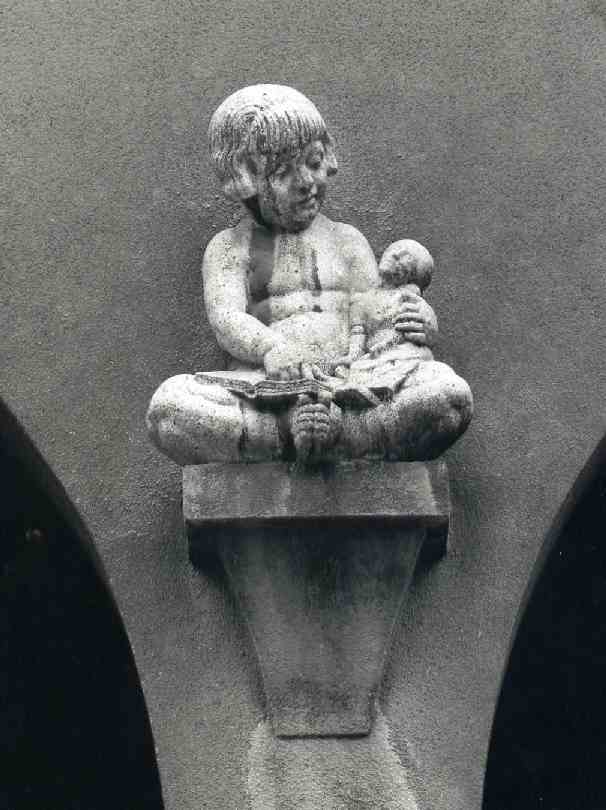 12. Vienna - Herbortgasse Estate, One of a pair of children over sand pit
